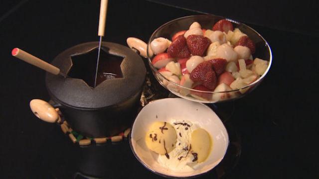 Czekoladowe fondue z owocami