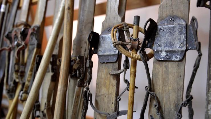 Ponadstuletnie narty w muzeum w Cieklinie