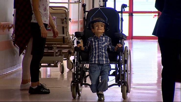 Kręgosłup miażdżył organy wewnętrzne. Karolek przeszedł operację ratującą życie