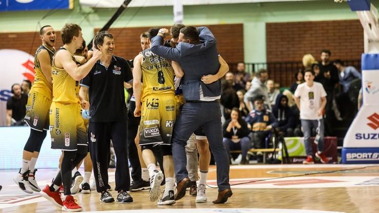 Ekstraklasa koszykarzy: Koronawirus wciąż jest z tyłu głowy – mówi Łukasz Majewski