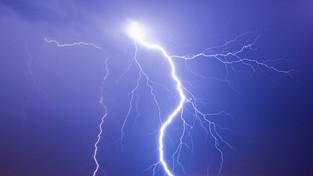 14.11.2019 09:00 W Wielkopolsce piorun poraził budowlańca. To była jedyna burza w całej środkowej Europie