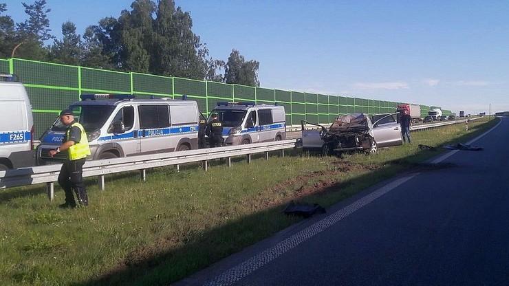 Nie udzielili pomocy po śmiertelnym wypadku na A1. Sprawcy w rękach policji - Polsat News