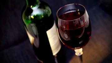 Kurier nie wydał 92-latce butelki wina. Bo nie mogła udowodnić, że jest pełnoletnia