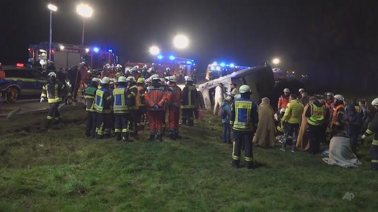 Policja nie informuje na razie o szczegółach dotyczących stanu zdrowia poszkodowanych podróżnych.