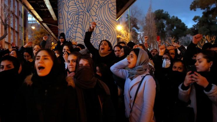 Demonstracje antyrządowe w Teheranie po zestrzeleniu ukraińskiego samolotu