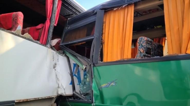 Wypadek szkolnych autobusów. Ranne dzieci
