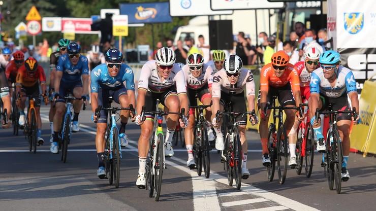 Kolejny groźny wypadek na trasie Tour de Pologne! Kolarz przetransportowany do szpitala