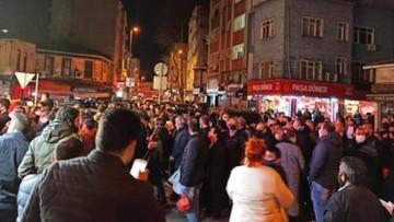 Turcja zakazała opuszczania domów przez dwie doby. Ludzie walczą w sklepach o chleb