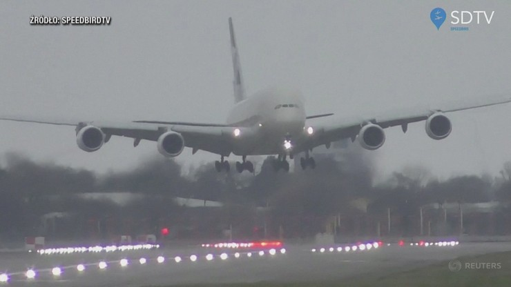Ekstremalne lądowanie samolotu. Wszystko przez sztorm