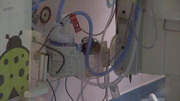8-miesięczny chłopiec w szpitalu. Ma liczne obrażenia