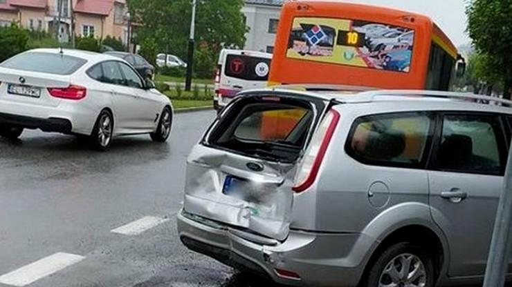 Pijany kierowca miejskiego autobusu. Wiózł pasażerów, uderzył w inne auto
