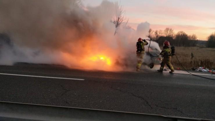 Z komory silnika wydobywał się ogień i kłęby dymu
