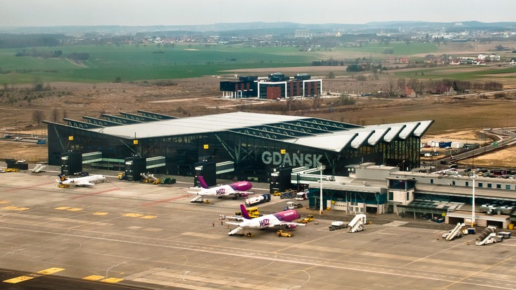 Awaryjne lądowanie samolotu w Gdańsku. Nietrzeźwa pasażerka usunięta z pokładu