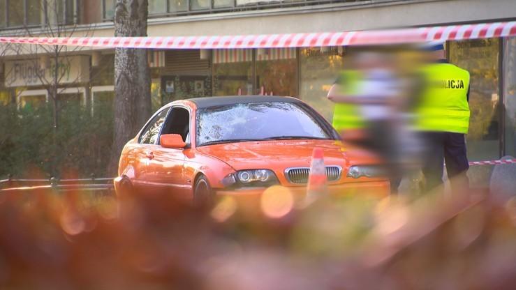 Wypadek na Bielanach. Kierowca bmw jest w szpitalu, na razie nie trafi do aresztu