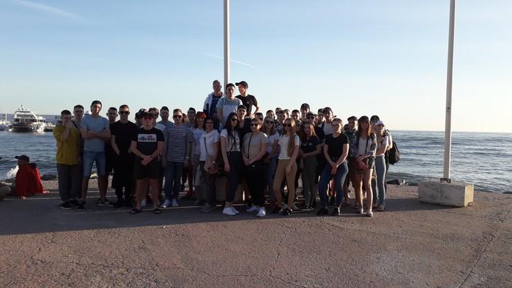 40 uczniów poddanych kwarantannie. Wrócili z praktyk w Hiszpanii