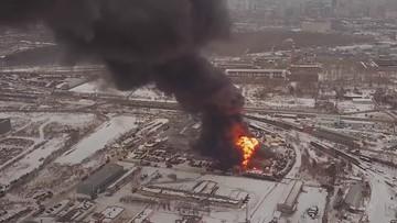 Gigantyczny pożar w fabryce farb na Uralu [WIDEO]