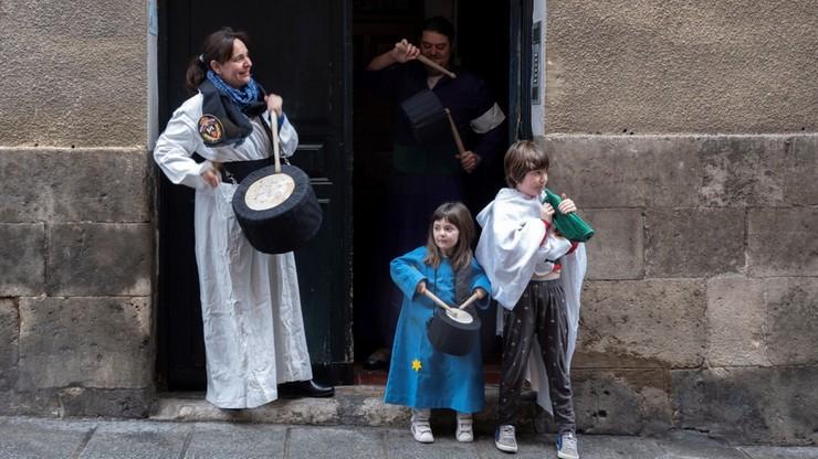 Hiszpanie walczą z koronawirusem, ale nie zapominają o wielkanocnej tradycji