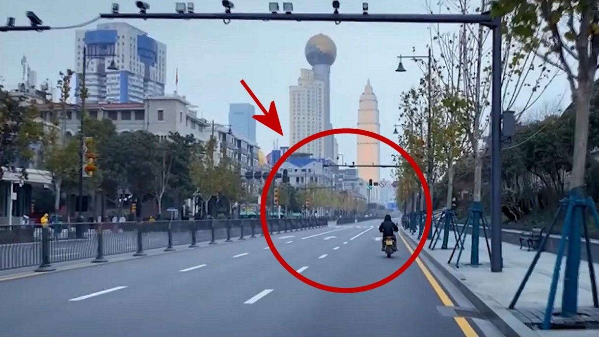 Film z objętego kwarantanną miasta Wuhan. 11-milionowa metropolia jak plan filmowy