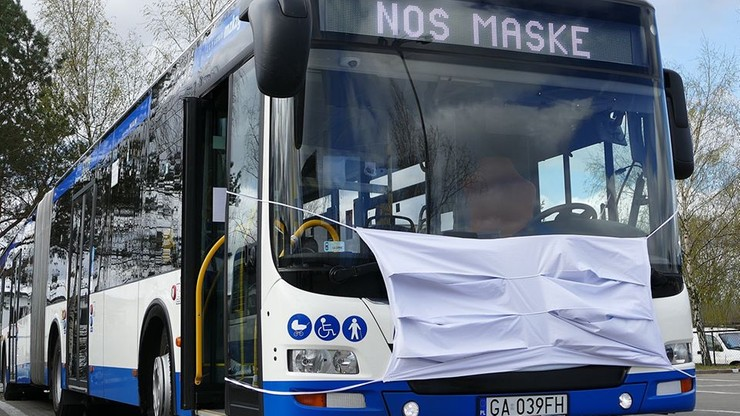 Autobusy w Gdyni przypominają o obowiązku noszenia maseczek