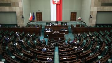 """Sejm za """"tarczą 2.0"""". Przyjął część poprawek Senatu"""