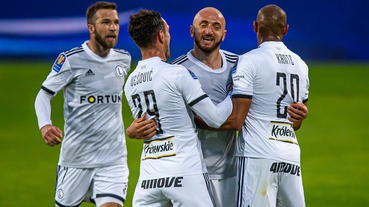 """Trzy gole i """"czerwień"""" w Legnicy. Legia awansowała po nerwach w końcówce"""