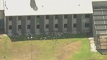 Bunt w więzieniu, wybite okna, zalane cele. Powodem koronawirus