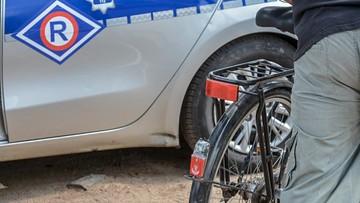 Pijany rowerzysta zderzył się z... zaparkowanym radiowozem