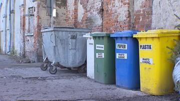 Większe kary za brak segregacji śmieci. Firma oznaczy kontenery naklejkami