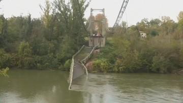 Zawalił się most, auta wpadły do rzeki. Nie żyje 15-latka, ofiar może być więcej [WIDEO]