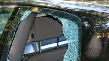 Dziecko zamknęło się w nagrzanym samochodzie. Matka nie mogła otworzyć drzwi