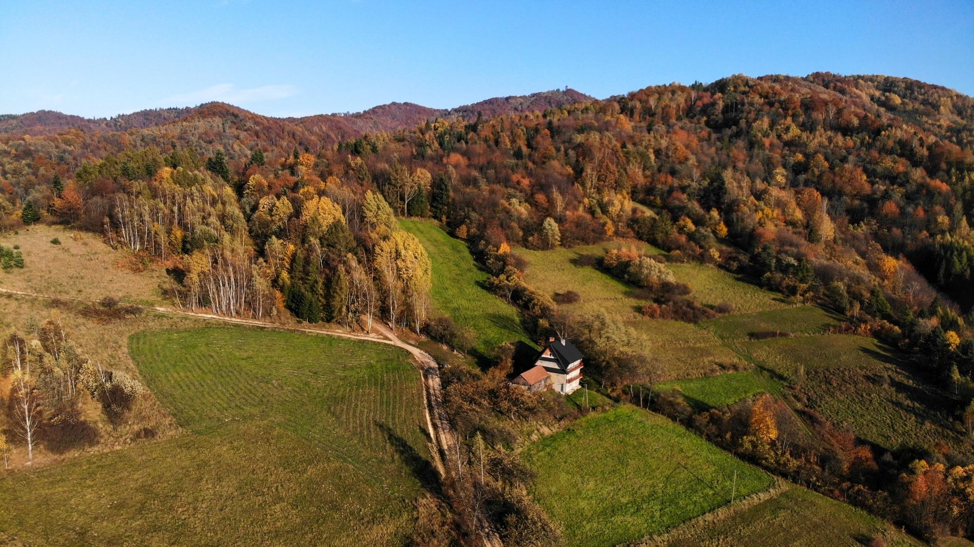Jesień w górach z lotu ptaka - zdjęcie 1