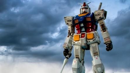 Zobacz, jak Japończycy budują 18-metrowego, poruszającego się robota Gundam [FILM]