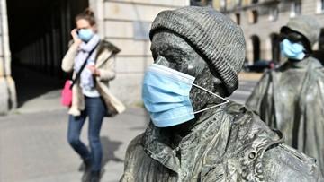 Zakrywanie ust i nosa obowiązkowe. Jak prawidłowo to robić?