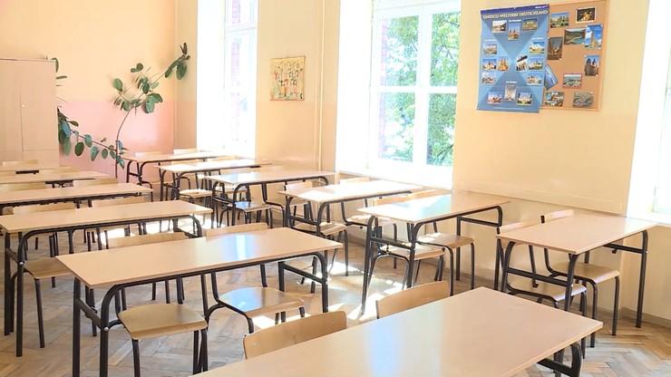 Rodzice nie chcą, by dzieci nosiły maseczki w szkołach. Wysyłają oświadczenia