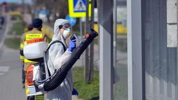 Dezynfekcja placów, przystanków, autobusów. Coraz więcej miast idzie na wojnę z koronawirusem