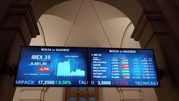 Rynek walutowy. Złotemu szkodzi kryzys rządowy i lęk przed lockdownem