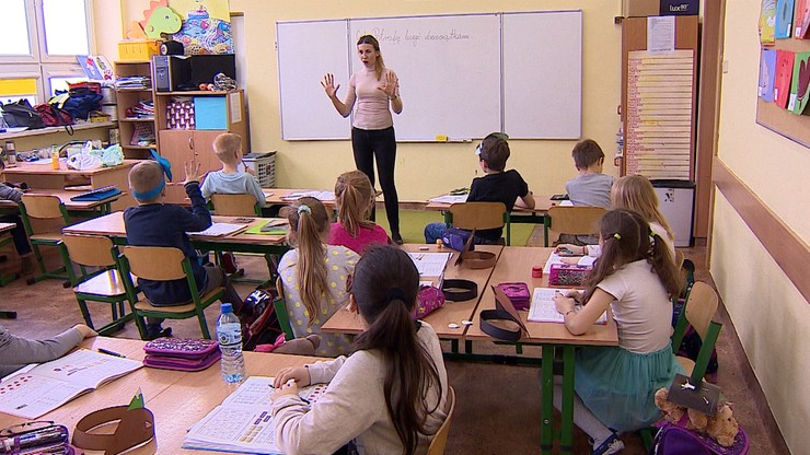 """Prawie połowa Polaków chce powrotu uczniów do szkół. GIS: """"To będzie wyzwanie"""""""