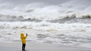 20-01-2020 07:00 Furia żywiołów w Hiszpanii. Ulewy, huraganowe wiatry, potężne fale sztormowe i rekordowe śnieżyce
