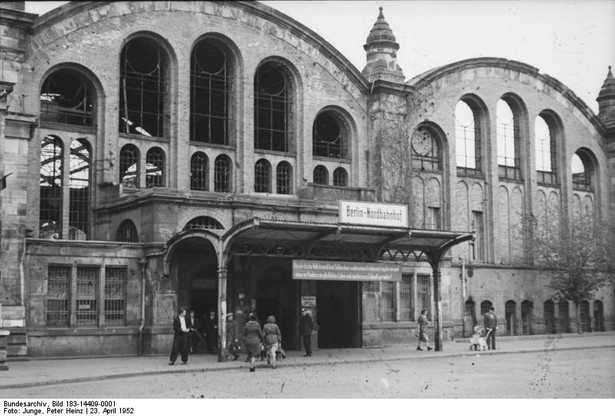 Widok na ruiny dworca w roku 1952