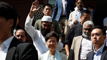 Szefowa władz Hongkongu przeprasza za opryskanie meczetu z armatki wodnej