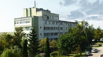 Pacjent zmarł w karetce przed zamkniętymi drzwiami szpitala