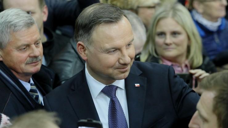 """Nowy sondaż prezydencki uwzględnia Hołownię. """"W I turze możemy spodziewać się zaciętej walki"""""""