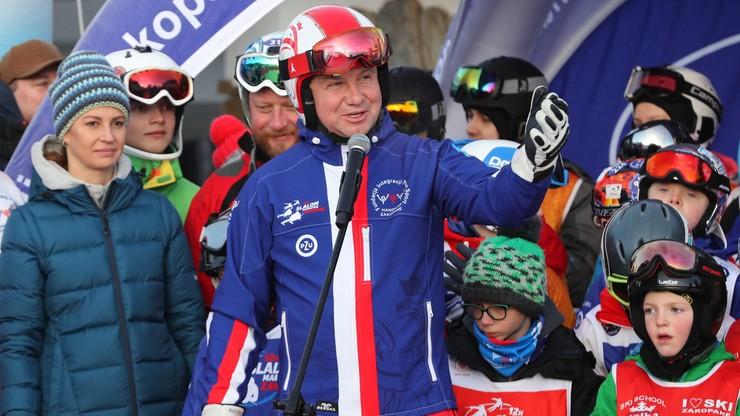 Prezydent Duda i ministrowie na zawodach narciarskich. Zbierali na szczytny cel [ZDJĘCIA]