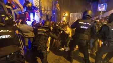 W Barcelonie trwają starcia separatystów z policją