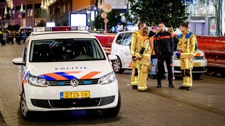 Atak nożownika w Hadze. Policja szuka mężczyzny o ciemnej karnacji