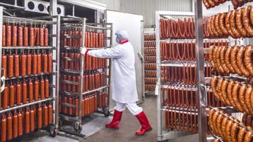 47 pracowników zakładu mięsnego zakażonych koronawirusem