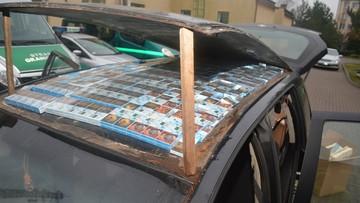 Zaskakujące wyniki kontroli opla. Papierosy były ukryte nawet w... dachu samochodu