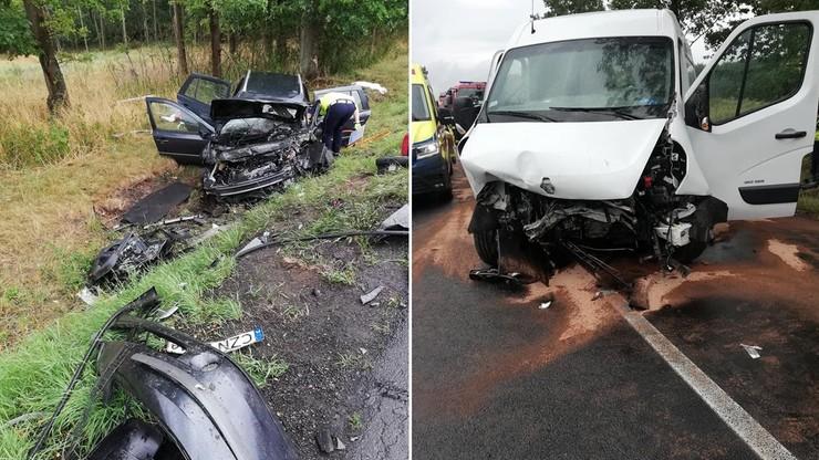 Czołowe zderzenie aut dwóch rodzin. Dzieci wśród 7 osób poszkodowanych