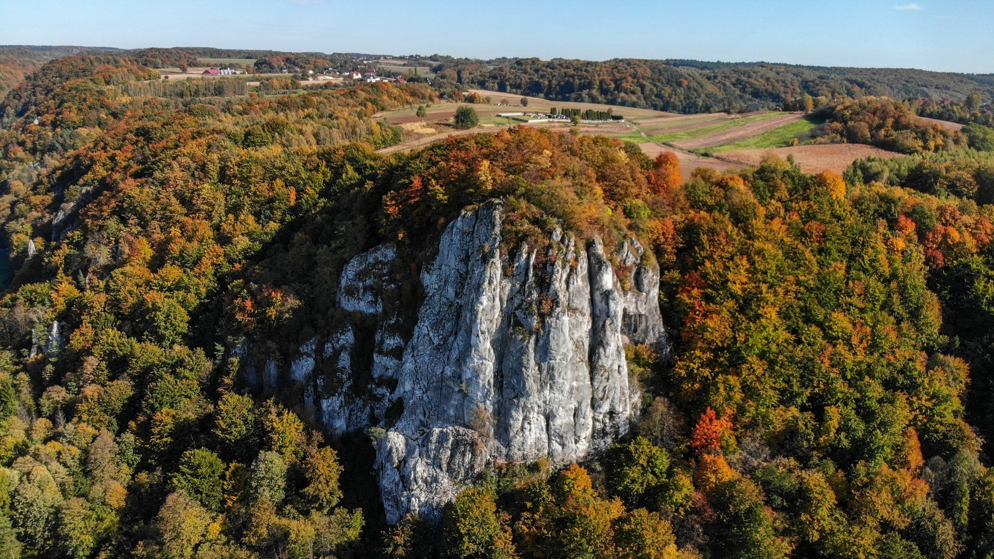Jesień w górach z lotu ptaka - zdjęcie 3