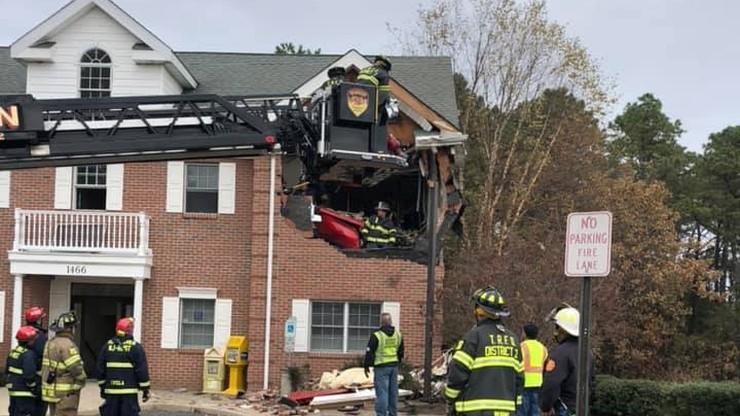 Porsche wbiło się w piętro budynku. Tragiczny wypadek w New Jersey [WIDEO]